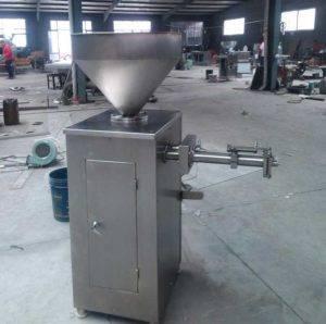 Pneumatic-Sausage-Stuffing-and-Twist-Sealing-Machine